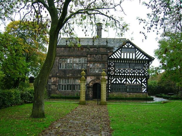 Hall i' th' Wood (photo: John Darch, source)